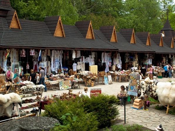 Картинки по запросу сувенірний ринок на гуцульщині